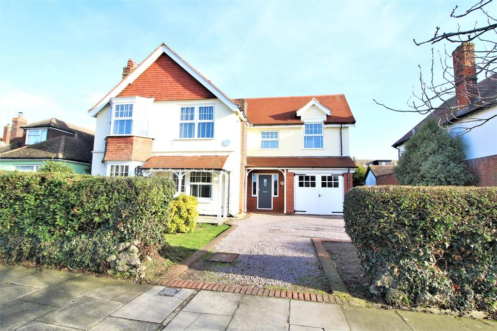 5 Bedrooms Detached House for sale in Upper Third Avenue, Frinton-On-Sea
