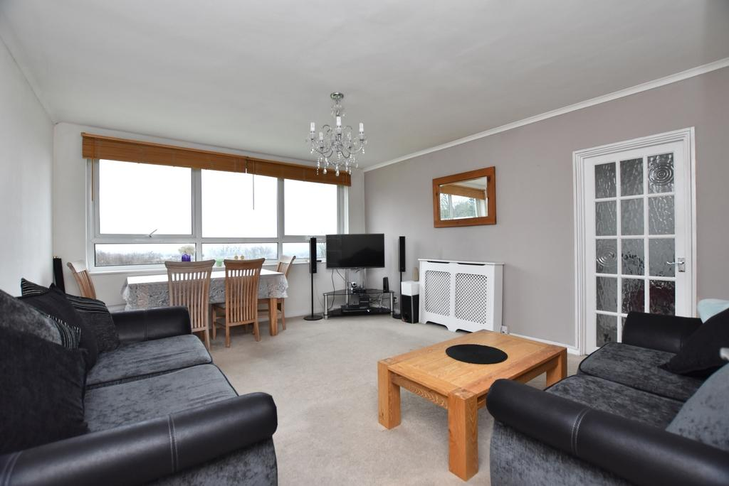 2 Bedrooms Flat for sale in South Norwood Hill London SE25