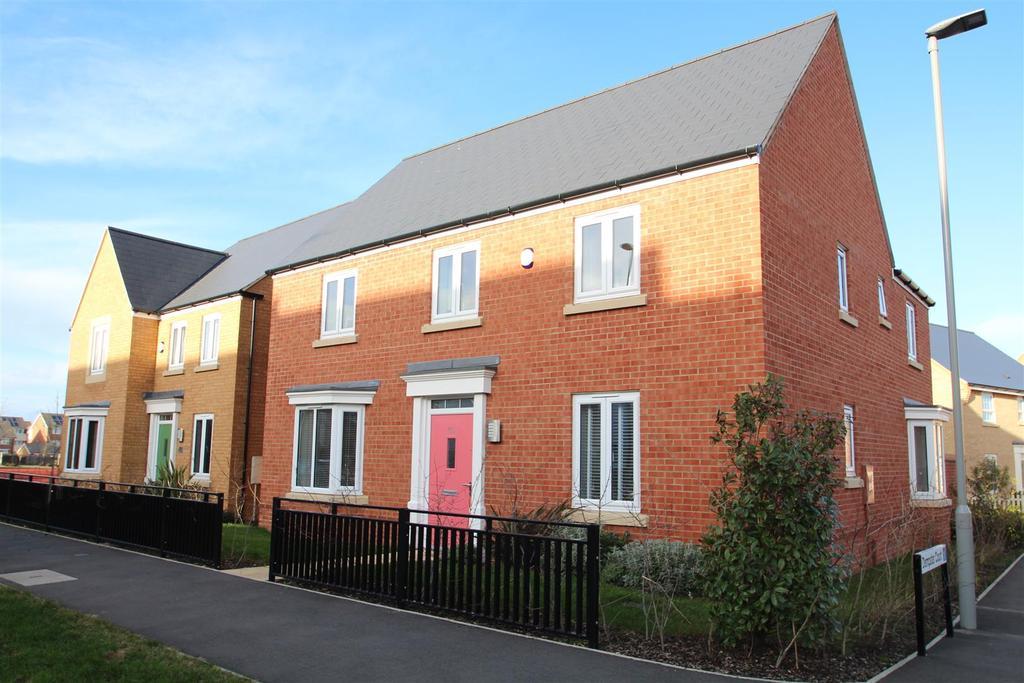 4 Bedrooms House for sale in Newport Road, Brooklands, Milton Keynes