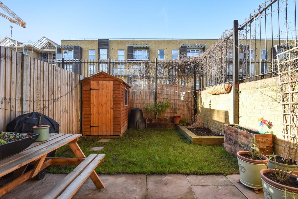 3 Bedrooms Maisonette Flat for sale in Carisbrooke Gardens Peckham SE15