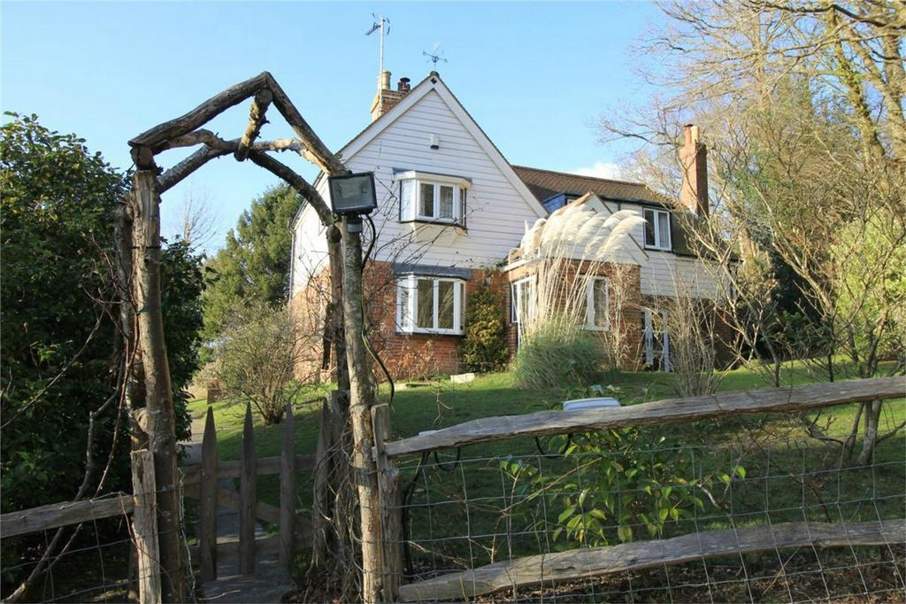 4 Bedrooms Detached House for sale in Junction Road, STAPLECROSS, East Sussex