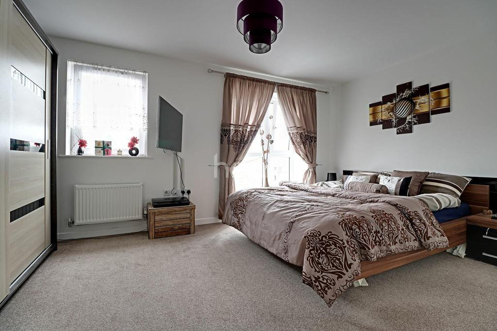 4 Bedrooms Semi Detached House for sale in Rainbow Gardens, Dartford, DA1