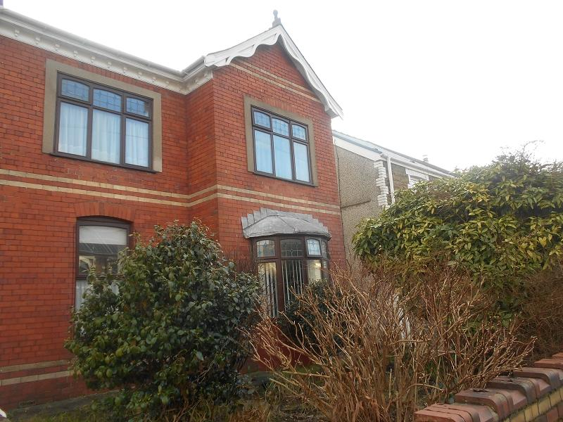 3 Bedrooms Semi Detached House for sale in Wern Road, Skewen, Neath, Neath Port Talbot.