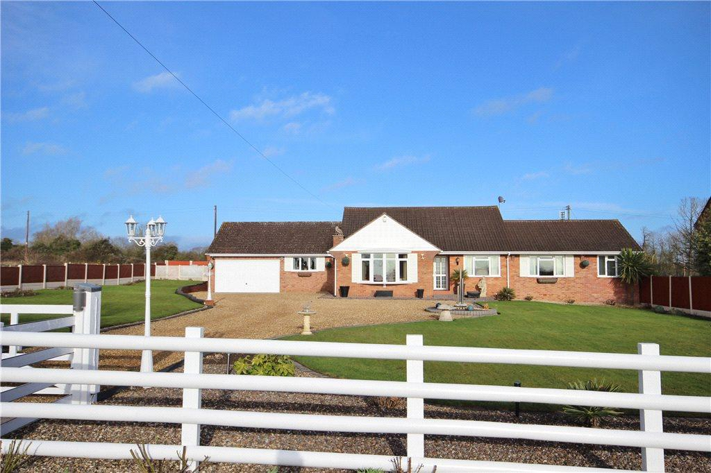 3 Bedrooms Detached Bungalow for sale in Froxmere Road, Crowle, Worcester, Worcestershire, WR7