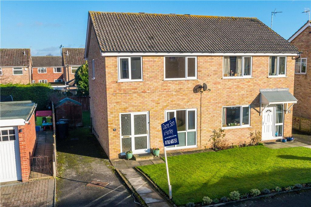 3 Bedrooms Semi Detached House for sale in Willow Walk, Ripon, North Yorkshire