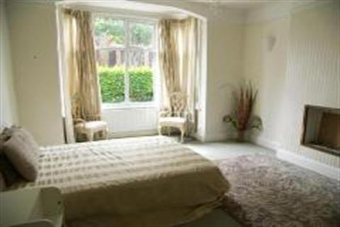 3 bedroom flat to rent - Southfield Road, Chiswick, W4