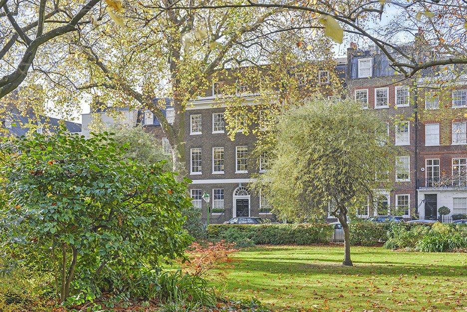 7 Bedrooms House for sale in Kensington Square, London, W8