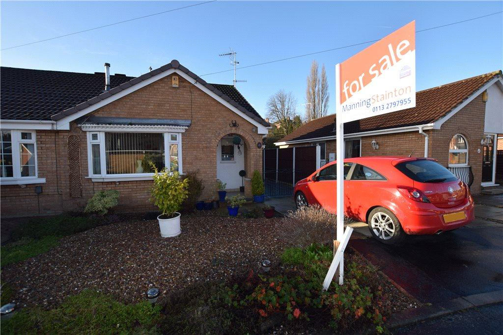 2 Bedrooms Semi Detached Bungalow for sale in Hare Farm Avenue, Leeds, West Yorkshire