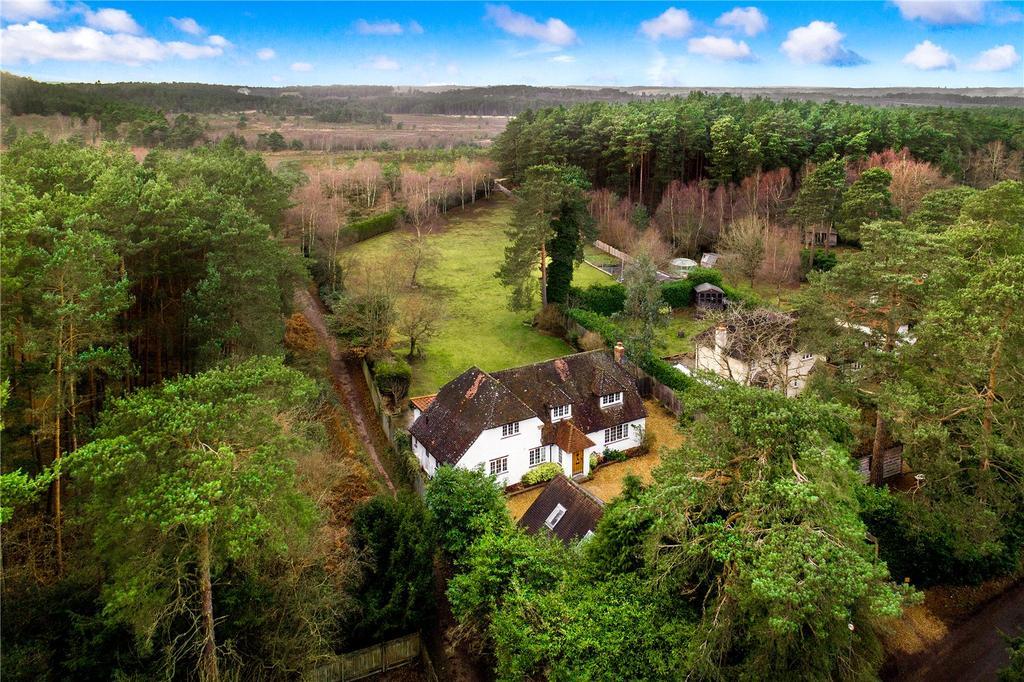 4 Bedrooms Detached House for sale in Sandy Lane, Rushmoor, Farnham