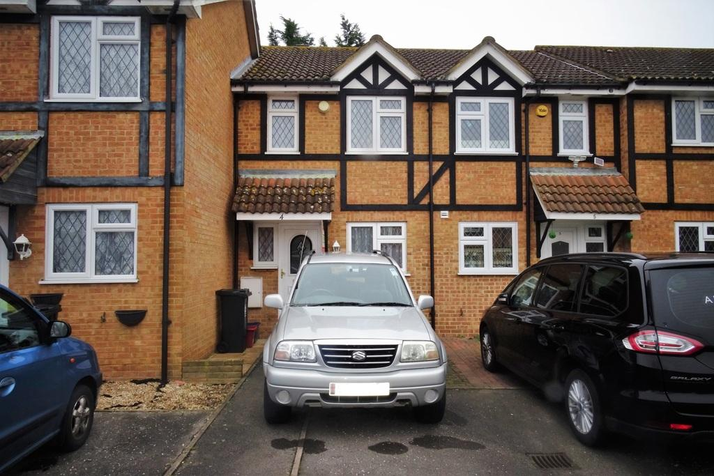 2 Bedrooms House for sale in Briarwood Close, Lower Feltham, TW13