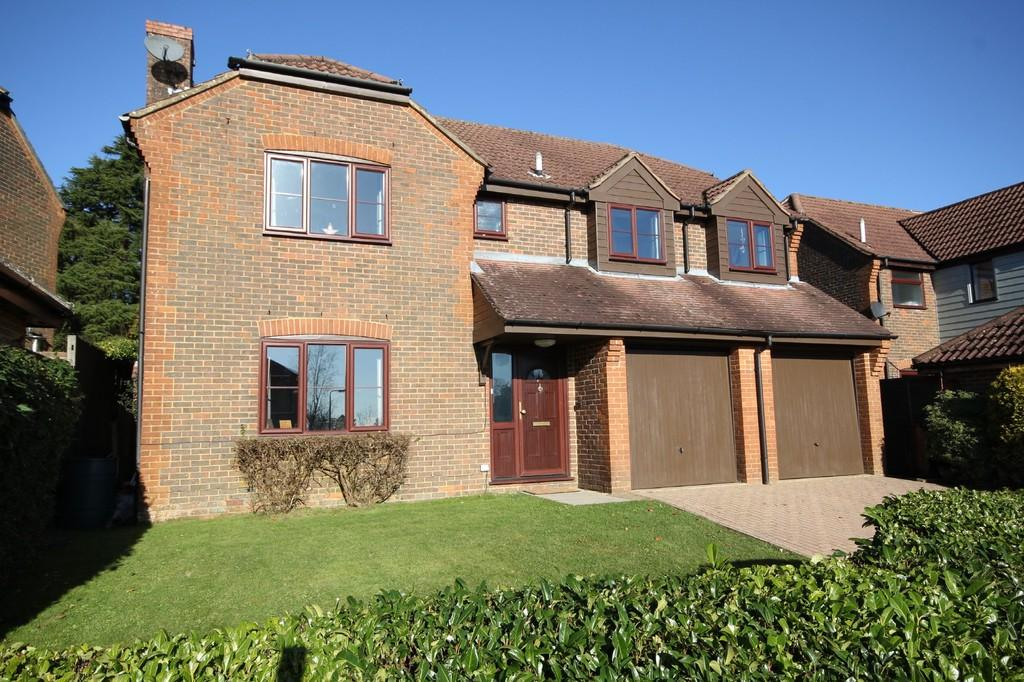 5 Bedrooms Detached House for sale in The Grove, Crowborough