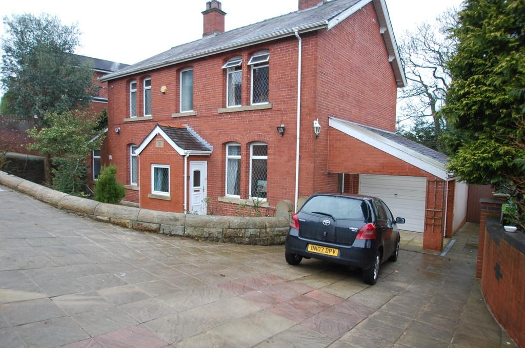 4 Bedrooms Detached House for sale in Pleckfarm Avenue, Pleckgate, Blackburn