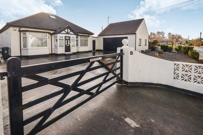 3 Bedrooms Bungalow for sale in St Mellons Road, Marshfield, Cardiff