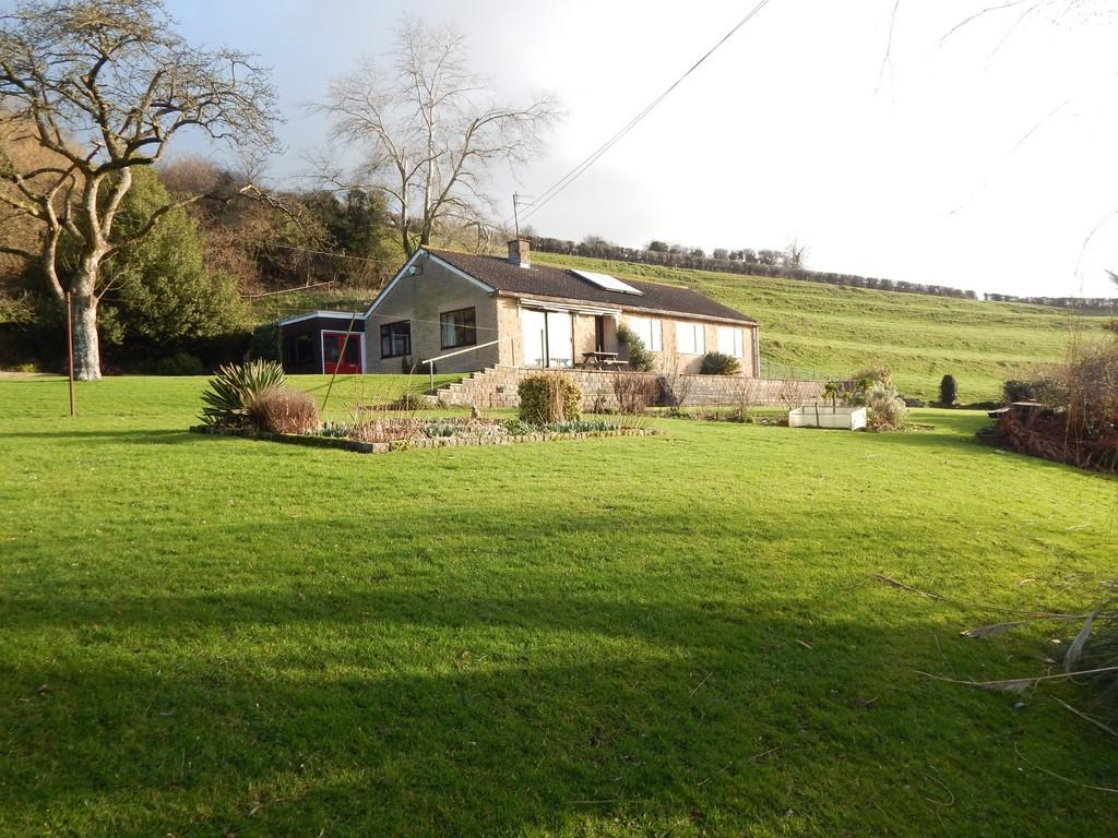 4 Bedrooms Detached Bungalow for sale in Bruton
