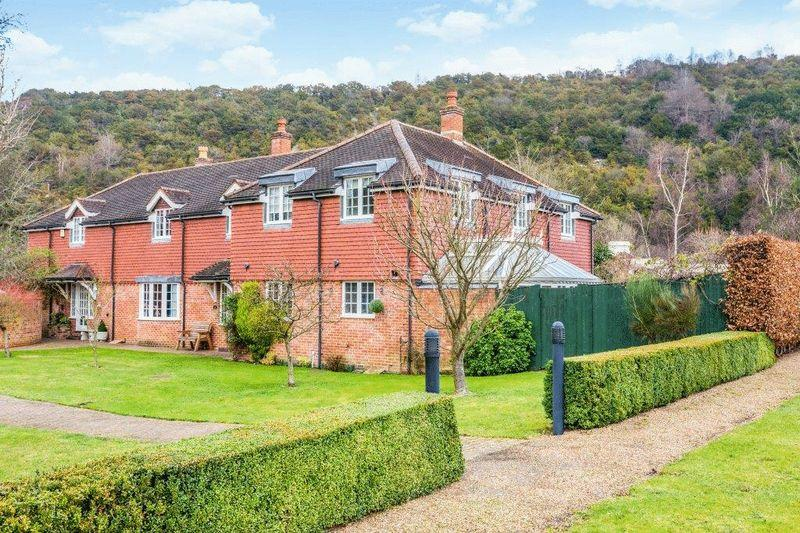 4 Bedrooms Semi Detached House for sale in WESTHUMBLE, Nr DORKING