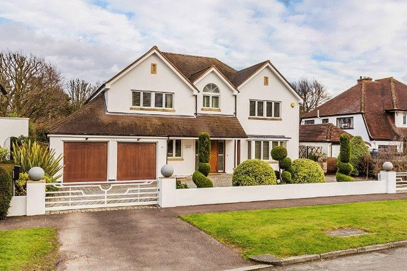 5 Bedrooms Detached House for sale in SOUTH SIDE OF LEATHERHEAD