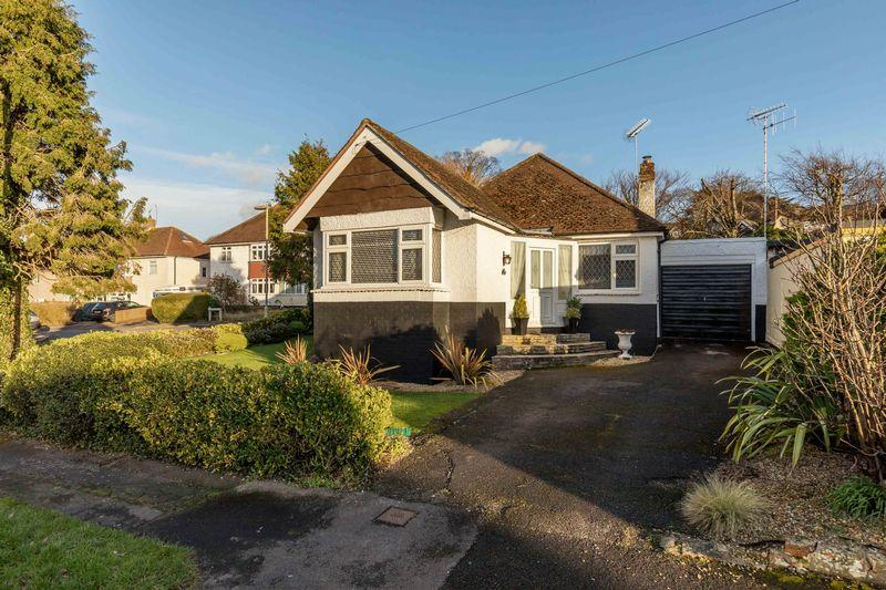 3 Bedrooms Detached Bungalow for sale in Lone Valley, Waterlooville
