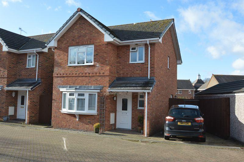 3 Bedrooms Detached House for sale in BINSTEAD