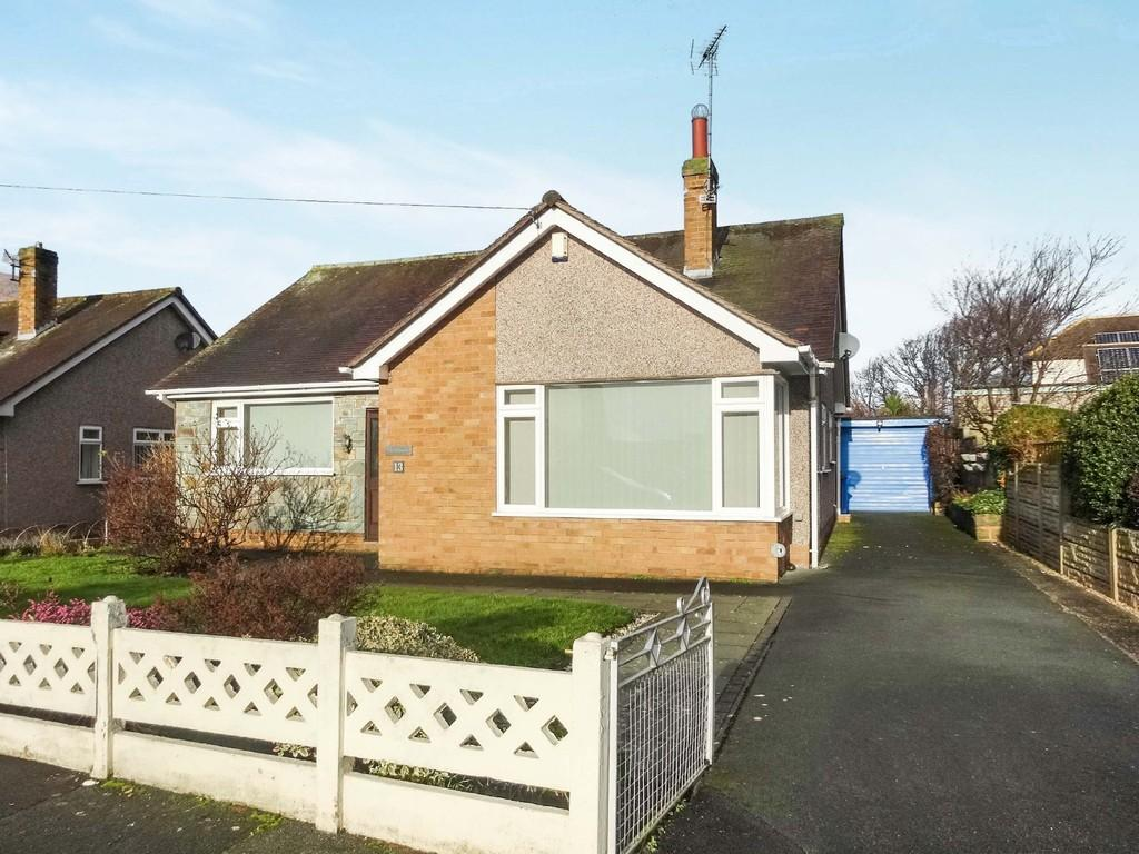 3 Bedrooms Detached Bungalow for sale in Maes Y Bryn, Rhuddlan