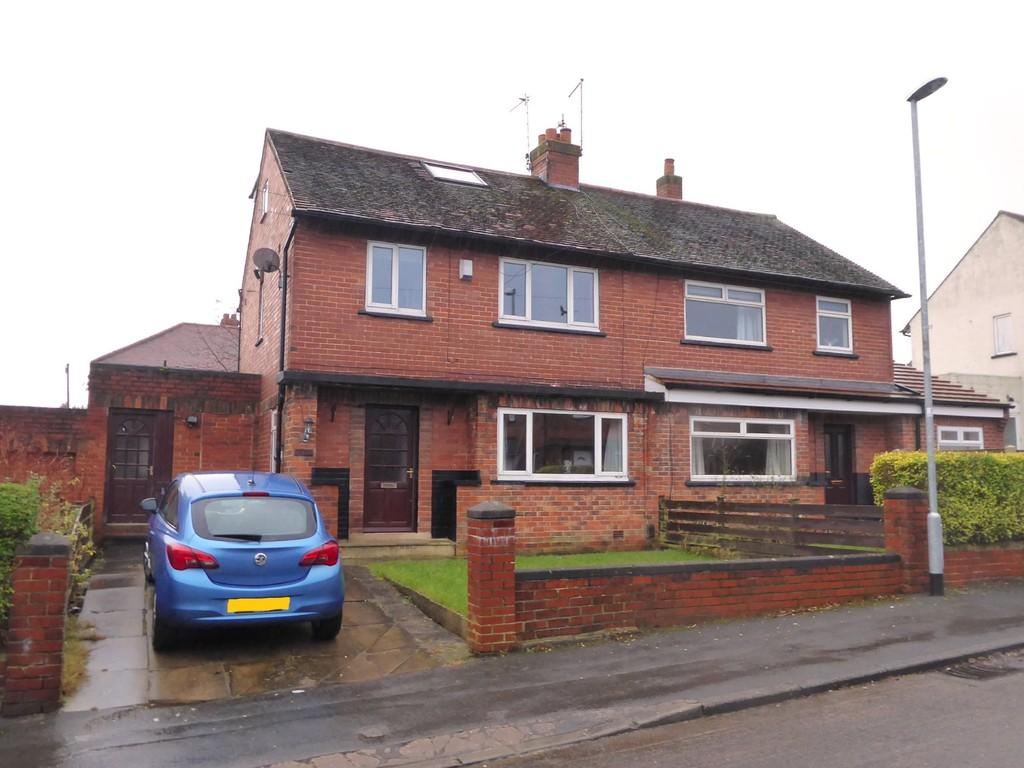 4 Bedrooms Semi Detached House for sale in Cotefields Avenue, Farsley