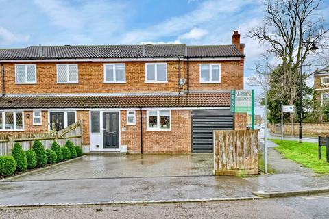 4 bedroom semi-detached house for sale - 37 Braybrooks Drive