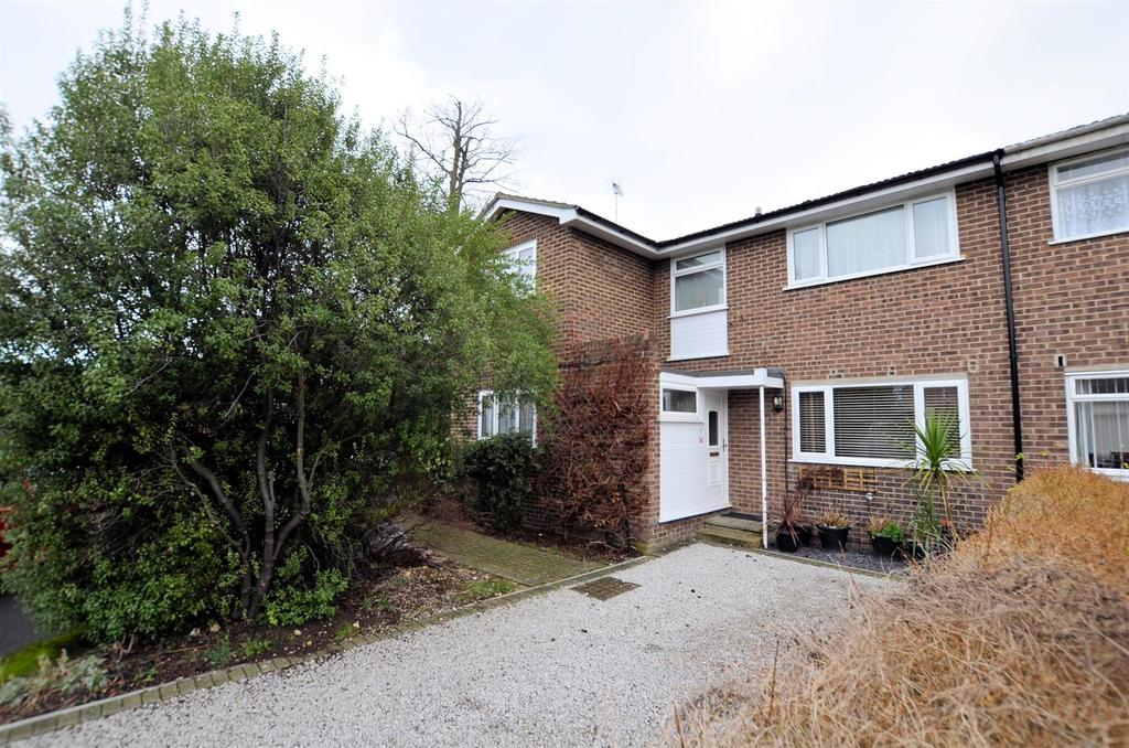 5 Bedrooms Semi Detached House for sale in Primrose Close, Purley On Thames, Reading