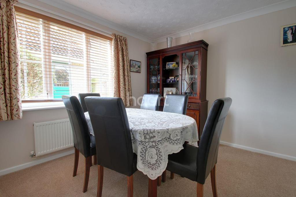 4 Bedrooms Detached House for sale in Radnor Close