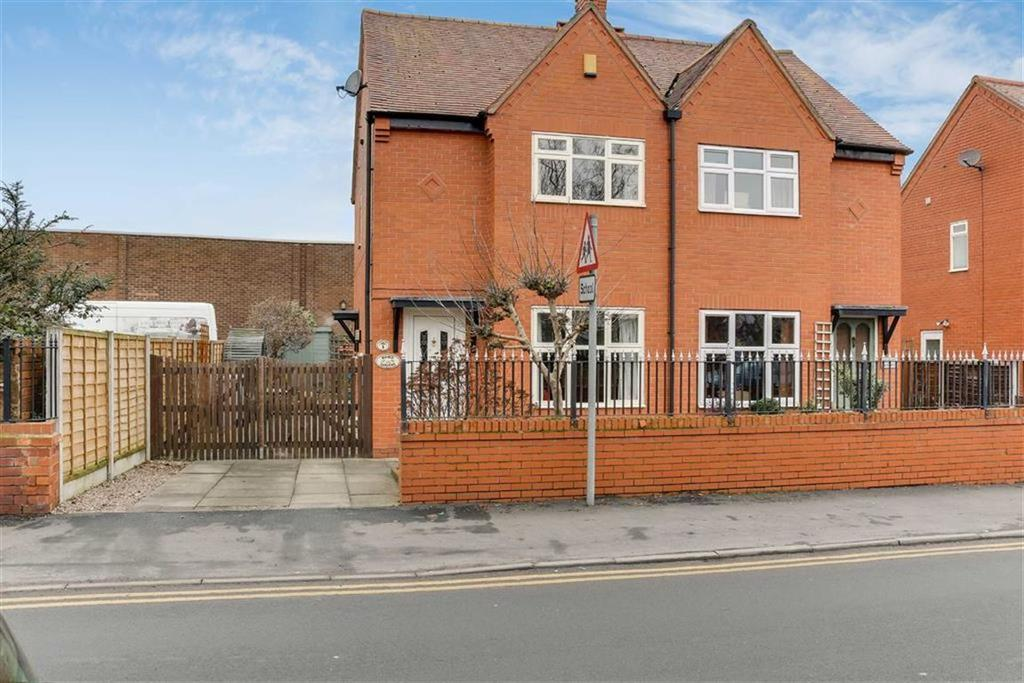 2 Bedrooms Semi Detached House for sale in Manor Gardens, Nantwich