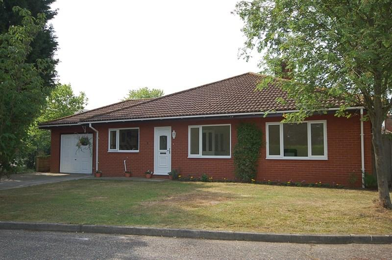 4 Bedrooms Detached Bungalow for sale in York Close, Beck Row, Bury St. Edmunds