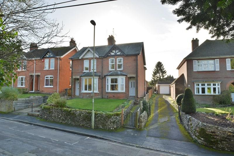 3 Bedrooms Semi Detached House for sale in Micheldever Road, Andover