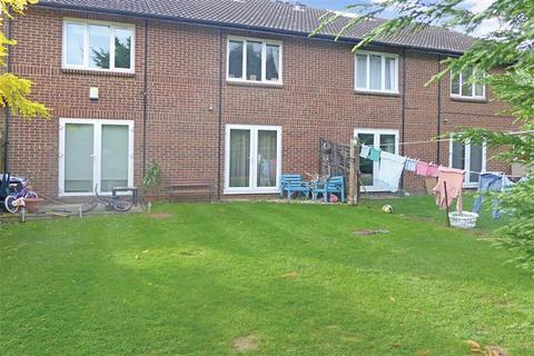 1 bedroom flat for sale - Hereward Green, Loughton, Essex