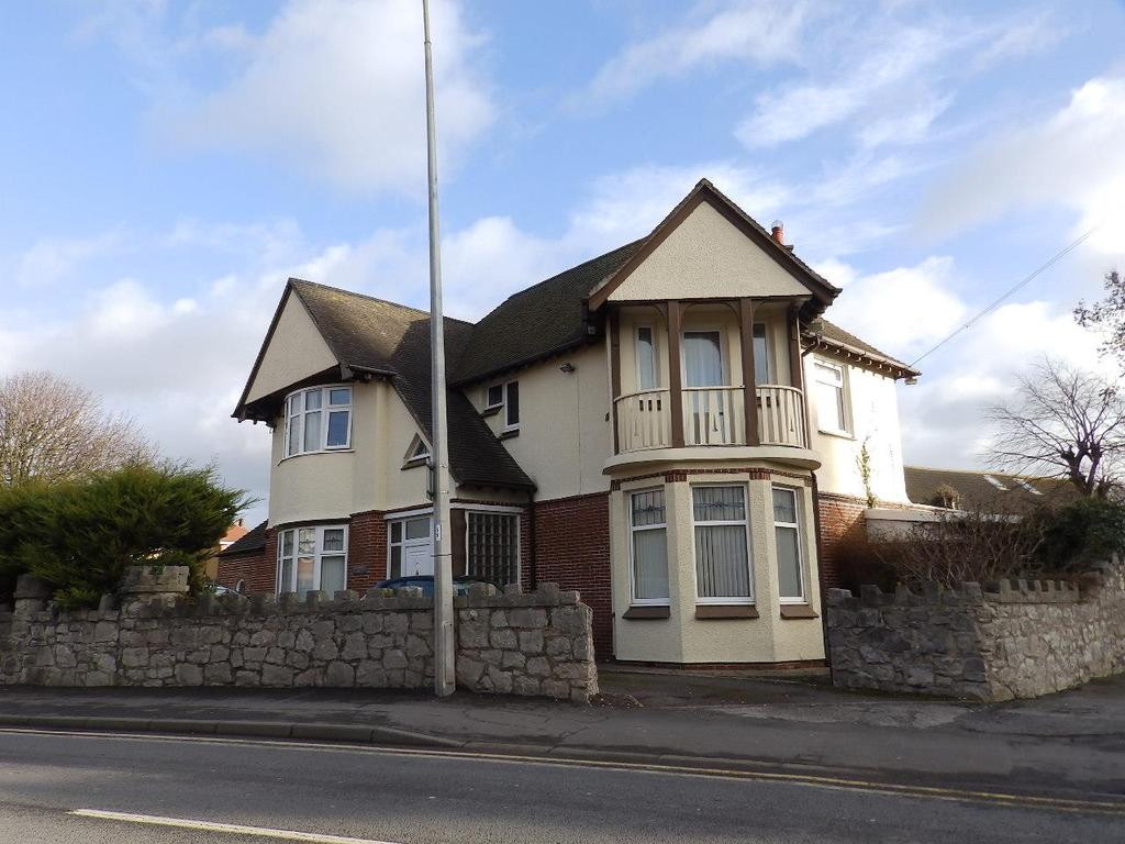 5 Bedrooms Detached House for sale in Russell Road, Rhyl