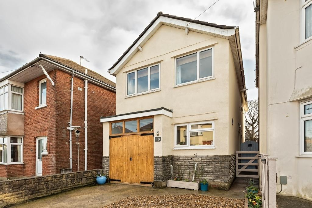 3 Bedrooms Detached House for sale in Hendford Road, Hill View Catchment
