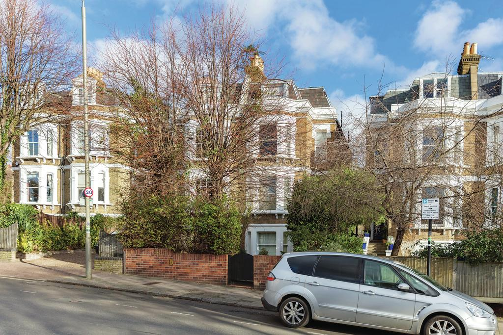 3 Bedrooms Flat for sale in West Hill Road, SW18