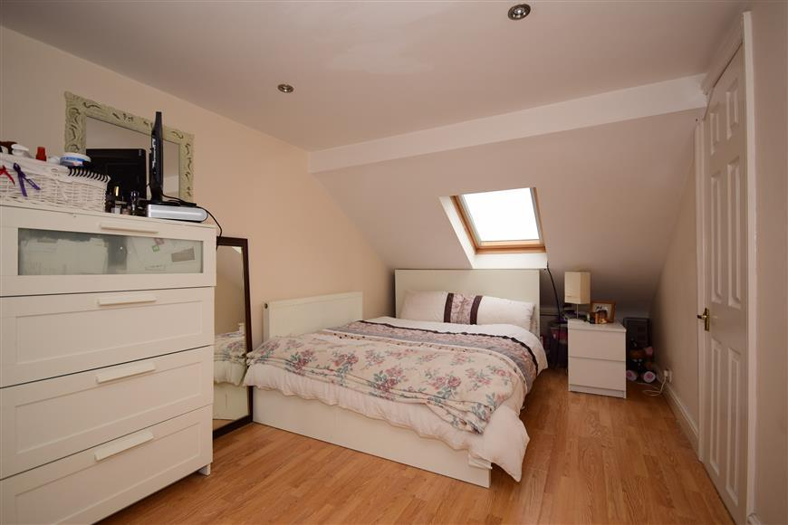 4 Bedrooms Terraced House for sale in Wanstead Park Road, Ilford, Essex