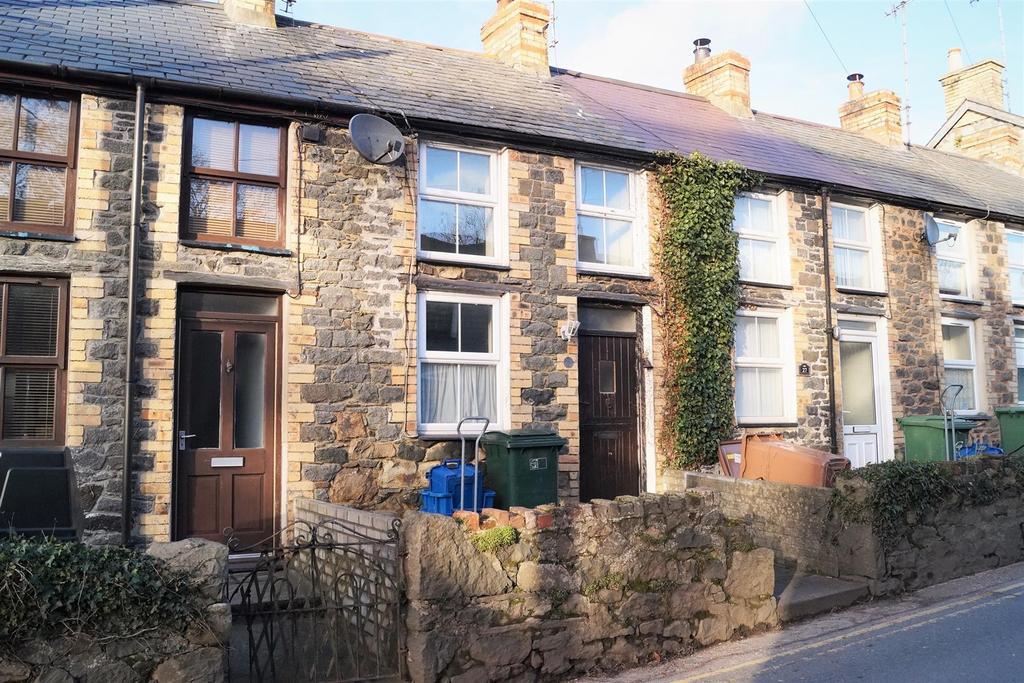 2 Bedrooms Terraced House for sale in Efailnewydd, Pwllheli