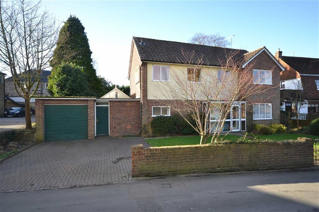 4 Bedrooms Detached House for sale in Buttercross Lane, Epping, Essex, CM16