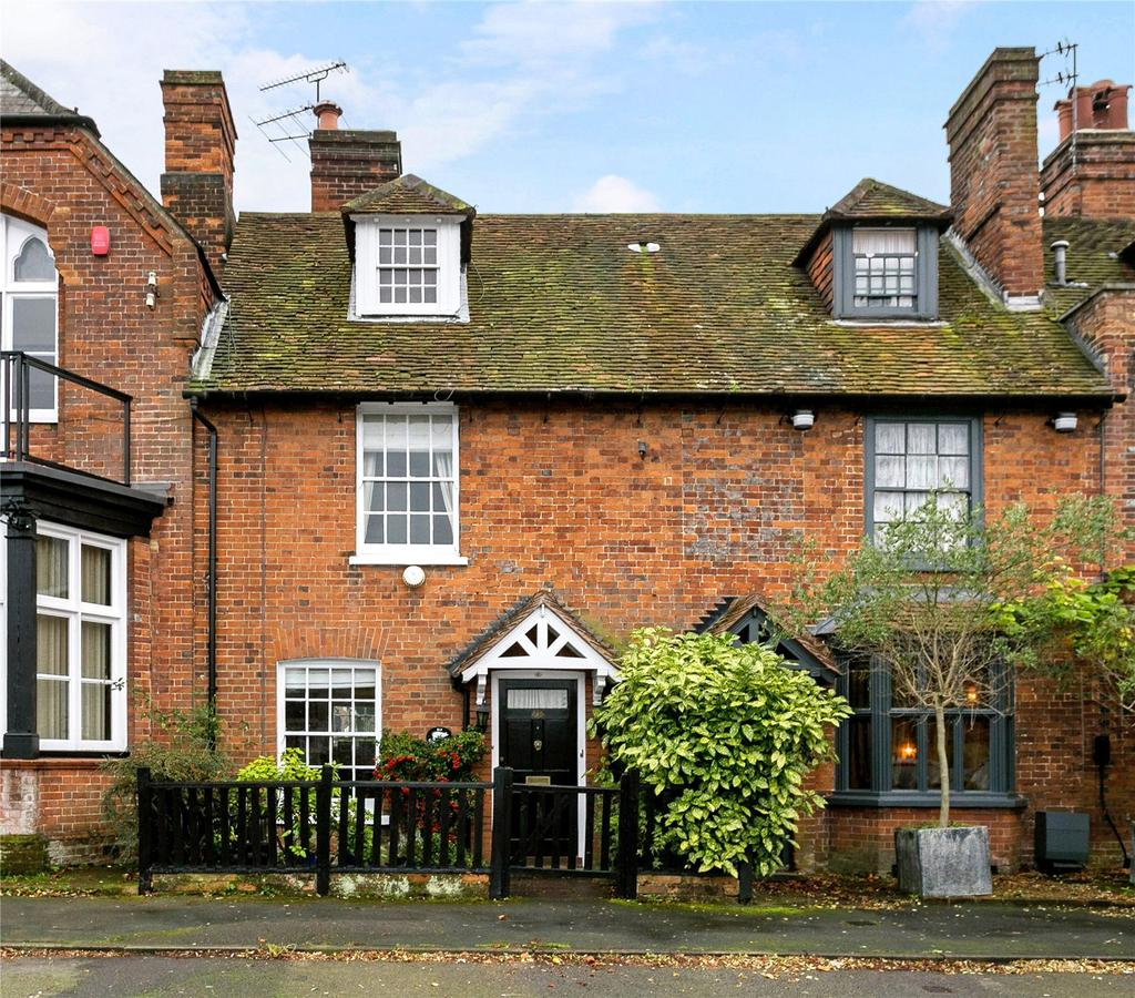3 Bedrooms Terraced House for sale in The Broadway, Wycombe End, Beaconsfield, Buckinghamshire, HP9