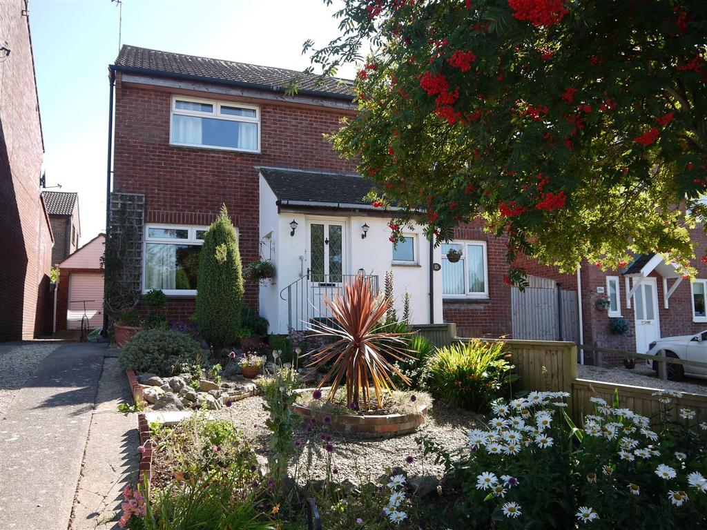 2 Bedrooms Semi Detached House for sale in Conybeare Road. Sully