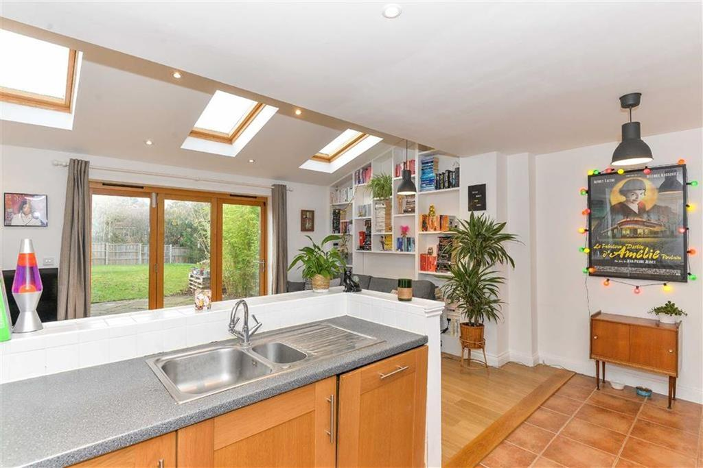 3 Bedrooms Semi Detached House for sale in Stuart Drive, Hitchin, SG4