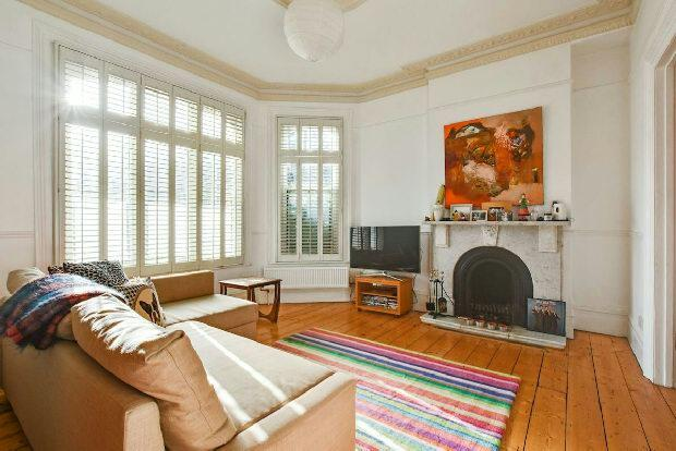3 Bedrooms Terraced House for sale in CHEVERTON ROAD Whitehall Park N19 3BA