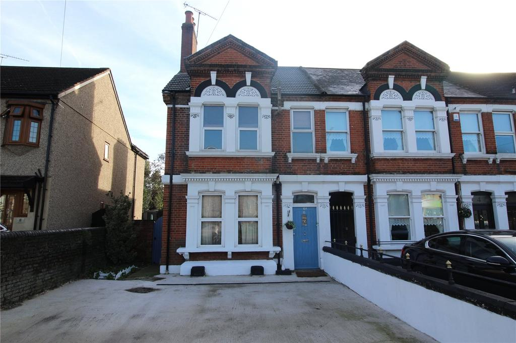 2 Bedrooms Maisonette Flat for sale in Brentwood Road, Romford, RM1