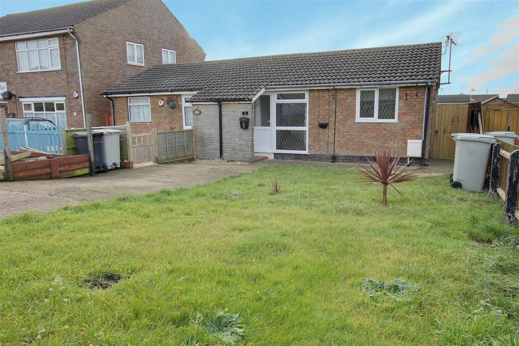 2 Bedrooms Semi Detached Bungalow for sale in Seaholme Road, Mablethorpe