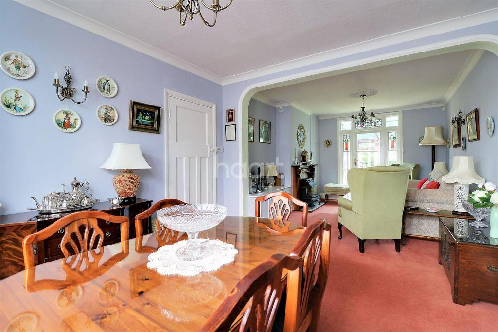 3 Bedrooms Terraced House for sale in Mortlake Road, Ilford, Essex