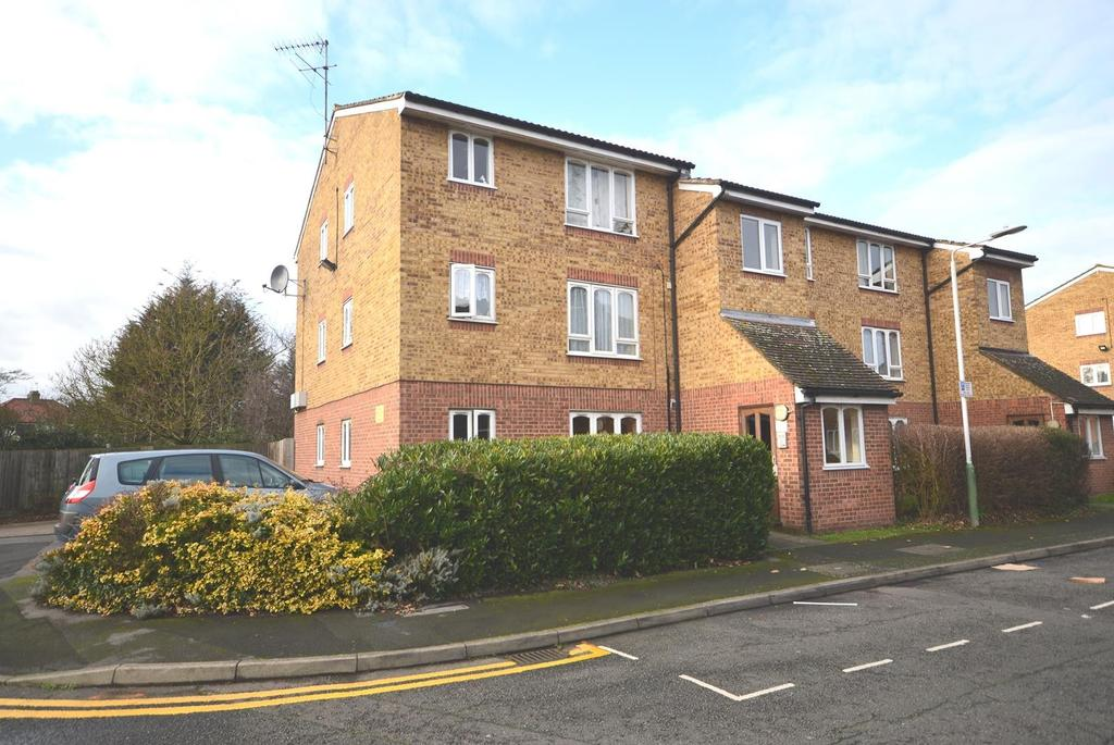 1 Bedroom Apartment Flat for sale in Frazer Close, Romford, RM1