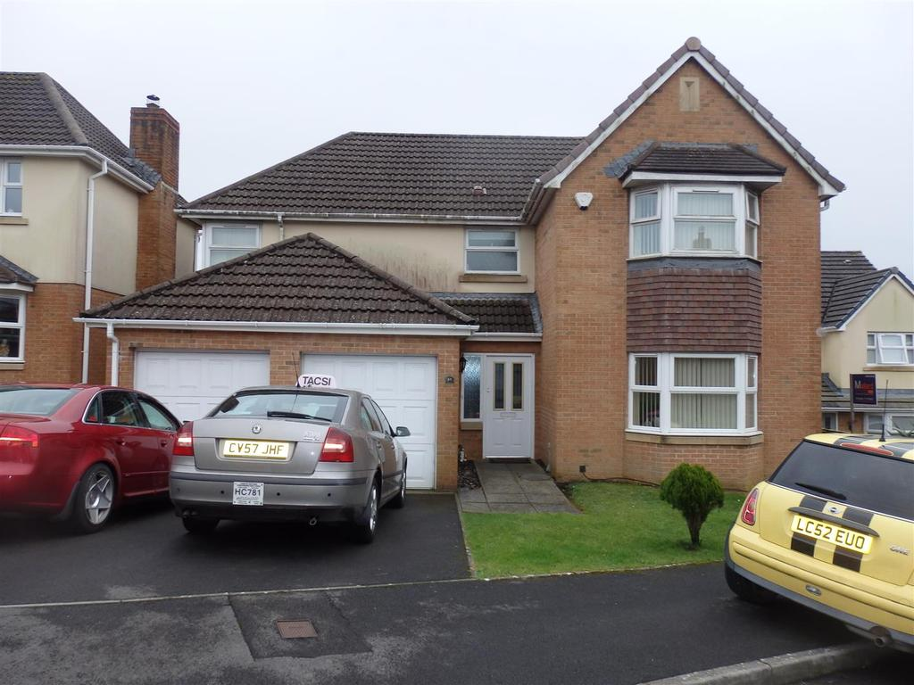 4 Bedrooms Detached House for sale in Fronhaul, Llanelli