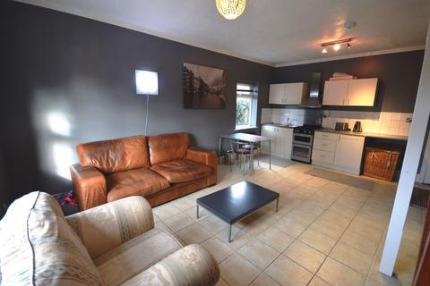 2 bedroom apartment to rent - Peel Moat Road, Heaton Moor