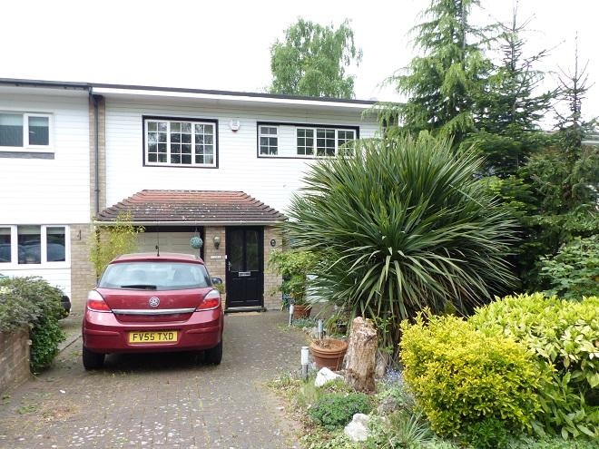 3 Bedrooms Semi Detached House for sale in The Watergate WD19