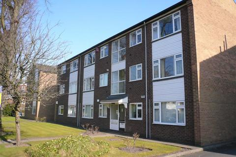 2 bedroom flat to rent - Rookfield Court, Rookfield Avenue, Sale