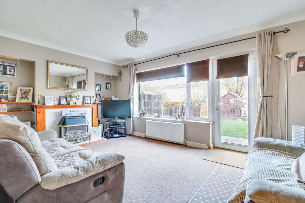 3 Bedrooms Semi Detached House for sale in Woodcote Way, Benfleet